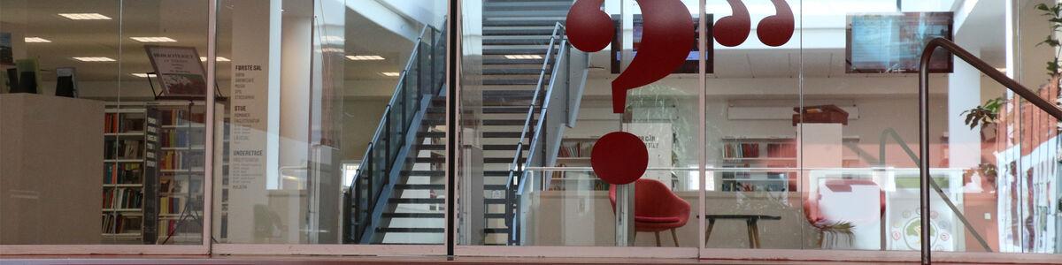 Indgangen til Holbæk Bibliotek